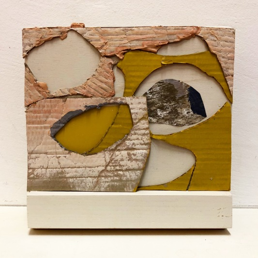 Flower in rock, cardboard, cement, newspaper, acryl on wood. 20x20x5cm. August Robin Peters, oktober 2018